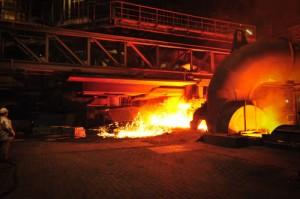 Anstich des Hochofen 8 im Thyssen-Krupp-Werk Duisburg, aufgenommen bei einer Führung über das Werksgelände. Da ich ohne Stativ fotografieren musste leider mit recht hoher ISO....